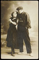 Roger-Viollet | 337052 | Lucien Waléry (1830-1890). Couple. Bande des  Apaches . Paris, vers 1900. | © Lucien Waléry / Roger-Viollet