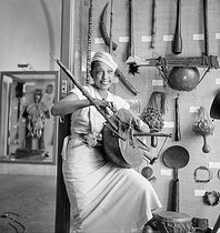 Roger-Viollet   337878   Josephine Baker in the musée de l'Homme   © Boris Lipnitzki / Roger-Viollet