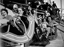 Roger-Viollet | 340569 | Fairground attraction. | © LAPI / Roger-Viollet
