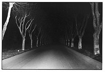 Roger-Viollet | 340715 | Night drive to Italy. Photograph by Jean Marquis (1926-2019). | © Jean Marquis / Roger-Viollet