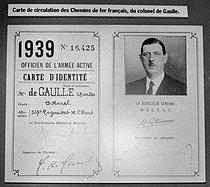 Roger-Viollet | 341014 | Carte d'identité de Charles De Gaulle, pour la S.N.C.F. 10 décembre 1980. | © Carlos Gayoso / Roger-Viollet