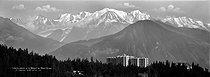 Roger-Viollet | 341032 | Plateau d'Assy (Haute-Savoie). Sanatorium de Saucellemoz et le massif du Mont-Blanc. 1910-1920. | © Léon & Lévy / Roger-Viollet