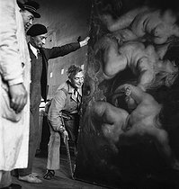 Roger-Viollet   341672   Return of the masterpieces at the Louvre museum, after the war. Transport of a Rubens. Paris, 1945.   © Pierre Jahan / Roger-Viollet