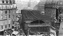 Roger-Viollet   342060   Construction of the Paris Metro (or Metropolitain). The farms of the boulevard Saint-André (present rue Danton), before the drilling. Place Saint Michel, Paris (VIth arrondissement).   © Neurdein / Roger-Viollet