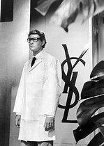 Roger-Viollet | 344145 | Yves Saint Laurent (1936-2008), couturier français. Paris, 29 juillet 1981. | © Jean-Pierre Couderc / Roger-Viollet