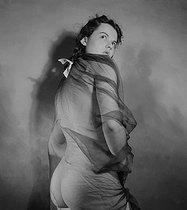 Roger-Viollet | 345961 | Study of a nude. France, circa 1937-1939. | © Gaston Paris / Roger-Viollet