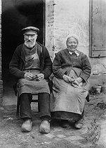 Roger-Viollet | 348236 | France - Couple of farmers | © Maurice-Louis Branger / Roger-Viollet