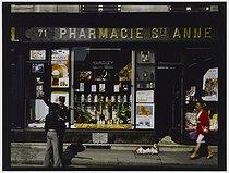 Roger-Viollet | 348730 | Pharmacy, 71 rue Sainte-Anne. Paris (IIIrd arrondissement), 1982. Photograph by Felipe Ferré. Paris, musée Carnavalet. | © Felipe Ferré / Musée Carnavalet / Roger-Viollet