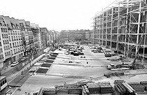 Roger-Viollet | 348854 | Chantier de construction du Centre national d'art et de culture Georges-Pompidou. Paris, 1976. | © Roger-Viollet / Roger-Viollet