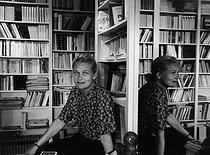Roger-Viollet | 349192 | ELISABETH BADINTER | © Janine Niepce / Roger-Viollet
