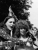 Roger-Viollet | 352061 | WOMEN'S GATHERING ORGANIZED BT THE MLF (WOMEN'S LIBERATION MOVEMENT) | © Janine Niepce / Roger-Viollet