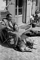 Roger-Viollet | 354359 | Louis-Fredinand Céline (1894-1961), French writer. Meudon, 1955. | © Bernard Lipnitzki / Roger-Viollet