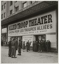 Roger-Viollet | 354629 | The cinema Marignan  allied troop theater / under the auspices of the special service u.s. army / free for allied troop in uniform only , avenue des Champs-Elysées, Paris (VIIIth arrondissement). 1945. Photograph by Roger Schall (1904-1995). Paris, musée Carnavalet. | © Roger Schall / Musée Carnavalet / Roger-Viollet