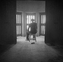 Roger-Viollet | 358425 | A PRISON'S WAITING ROOM | © Gaston Paris / Roger-Viollet