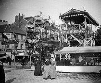 Roger-Viollet | 359779 | Roller coaster. Paris, gingerbread fair, about 1895. | © Léon & Lévy / Roger-Viollet