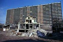Roger-Viollet | 361615 | Destruction of buildings unfit for habitation in the upper part of the Belleville district. Paris (XXth arrondissement), April 1974. Photograph by Léon Claude Vénézia (1941-2013). | © Léon Claude Vénézia / Roger-Viollet