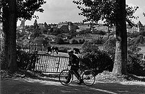 Roger-Viollet | 361864 | Man leaving the Autun fair. Saône-et-Loire, 1957. Photograph by Janine Niepce (1921-2007). | © Janine Niepce / Roger-Viollet