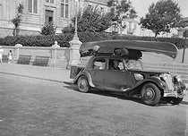Roger-Viollet | 362400 | Holiday departure. Les Sables d'Olonne (France), 1937. | © Roger-Viollet / Roger-Viollet