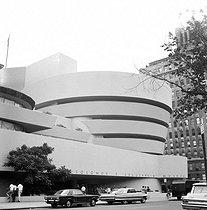 Roger-Viollet | 368729 | Frank Lloyd Wright (1869-1959). Guggenheim Museum. 5ème avenue, New York (United States). 1967. | © Anne Salaün / Roger-Viollet