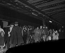 Roger-Viollet | 369604 | Algerian War. Demonstration of Algerian workers. Paris, on October 17, 1961. | © Jacques Boissay / Roger-Viollet