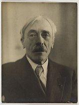 Roger-Viollet | 370764 | Paul Valéry (1871-1945), French writer. Paris, circa 1920. | © Pierre Choumoff / Roger-Viollet