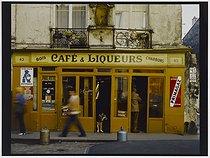 Roger-Viollet | 377220 | Café, liqueurs, wood and coal, 43 rue de Basfroi. Paris (XIth arrondissement), 1981. Photograph by Felipe Ferré. Paris, musée Carnavalet. | © Felipe Ferré / Musée Carnavalet / Roger-Viollet