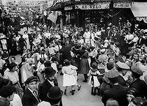 Roger-Viollet | 378230 | Children at the Bastille day ball. Paris, on July 14, 1914. | © Albert Harlingue / Roger-Viollet