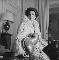 Roger-Viollet | 378555 | Liliane Bettencourt (1922-2017), French businesswoman, main shareholder of L'Oréal, at her house. Neuilly-sur-Seine (France), around 1980. | © Kathleen Blumenfeld / Roger-Viollet