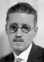 Roger-Viollet | 379452 | James Joyce (1882-1941), Irish writer. France, about 1925. | © Henri Martinie / Roger-Viollet