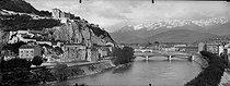 Roger-Viollet | 380198 | Grenoble (Isère). Le fort de la Bastille et l'Isère. | © Léon & Lévy / Roger-Viollet