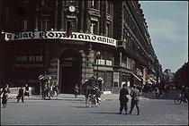 Roger-Viollet | 382154 | World War II. Kommandantur, at the corner of the rue du 4-Septembre and the avenue de l'Opéra. Photograph by André Zucca (1897-1973). Bibliothèque historique de la Ville de Paris. | © André Zucca / BHVP / Roger-Viollet