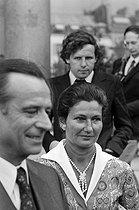 Roger-Viollet | 384831 | Jean Lecanuet (1920-1993) and Simone Veil (1927-2017), French politicians, leaving the Elysee Palace. Background : Patrick Poivre-d'Arvor (born in 1947), French journalist. | © Jacques Cuinières / Roger-Viollet