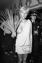 Roger-Viollet | 385135 | Party at the Palace in the presence of Loulou de la Falaise. Edwige Belmore. Paris, 1978. | © Jack Nisberg / Roger-Viollet
