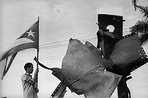 Roger-Viollet   385466   Demonstration after the attack against the ship  La Coubre  on March 4, 1962. Havana (Cuba).   © Gilberto Ante / Roger-Viollet