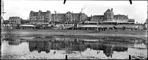 Roger-Viollet | 387056 | CABOURG - THE BEACH AND THE CASINO | © Neurdein / Roger-Viollet