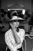 Roger-Viollet | 387537 | Sophia Loren, Italian actress. Paris, February 11, 1960. | © Bernard Lipnitzki / Roger-Viollet