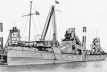 Roger-Viollet | 391214 | Drague  La Puissance  dans le canal de Suez. Port-Saïd (Egypte), 1912. | © Jacques Boyer / Roger-Viollet