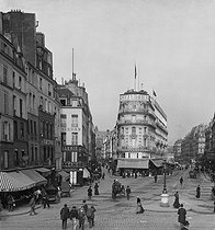 Roger-Viollet | 391341 | Paris (Ist district). The Samaritaine, at the corner of the Monnaie and Pont-Neuf streets, about 1900. | © Léon & Lévy / Roger-Viollet