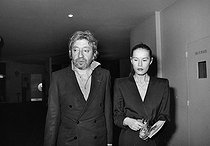 Roger-Viollet | 392842 | Serge Gainsbourg (1928-1991), French singer-songwriter, with Bambou (born in 1959), French singer, attending the premiere of  Kean . Paris, Théâtre Marigny, February 1987. | © Carlos Gayoso / Roger-Viollet