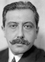 Roger-Viollet | 392862 | Georges Bernanos (1888-1948), French writer. | © Henri Martinie / Roger-Viollet