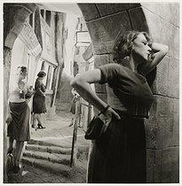 Roger-Viollet | 393166 |  Détective musée, la rue de la Joie , wax statues of prostitutes. Paris, 1937. Photograph by Roger Schall (1904-1995). Paris, musée Carnavalet. | © Roger Schall / Musée Carnavalet / Roger-Viollet
