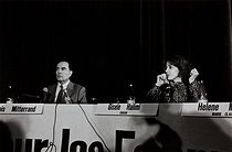 Roger-Viollet | 394784 | Press conference of the feminist movement  Choisir  with François Mitterrand (1916-1996), French politician running for the presidency, and Gisèle Halimi (1927-2020), French lawyer, feminine activist and essayist. Paris, 1981 Photograph by Janine Niepce (1921-2007). | © Janine Niepce / Roger-Viollet