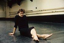 Roger-Viollet | 394876 | Patrick Dupond, French ballet dancer, during a rehearsal at the Opera. Paris, 1987. | © Colette Masson / Roger-Viollet