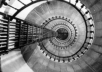 Roger-Viollet | 396870 | The stairs of the lighthouse of Creac'h, on the island of Ouessant (Finistère). | © Jacques Boyer / Roger-Viollet