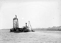Roger-Viollet | 396971 | Suez canal, rock breaker dredger. Egypt, 1912 | © Jacques Boyer / Roger-Viollet
