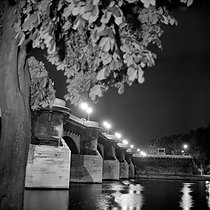 Roger-Viollet | 398018 | Paris Ist and VIth districts. The Pont-Neuf, the night. 1965-1970. | © Roger-Viollet / Roger-Viollet