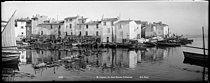 Roger-Viollet | 398090 | Quai Sainte-Catherine. Martigues (France), circa 1900. | © Neurdein / Roger-Viollet