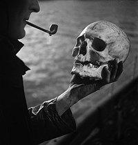 Roger-Viollet | 401768 | Gaston, Paris (1903-1964). Pour Serge. négatif sur support souple en nitrate de cellulose. [s. d.]. Bibliothèque historique de la Ville de Paris. | © Gaston Paris / BHVP / Roger-Viollet