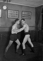 Roger-Viollet | 402050 | Wrestling | © Maurice-Louis Branger / Roger-Viollet