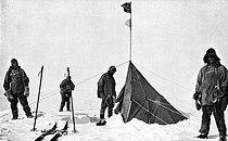 Roger-Viollet | 402962 | Robert Falcon Scott (1868-1912), British explorer, entering the tent of Roald Amundsen (1872-1928), Norwegian explorer, with his expedition companions. South Pole, December 1911. | © Roger-Viollet / Roger-Viollet